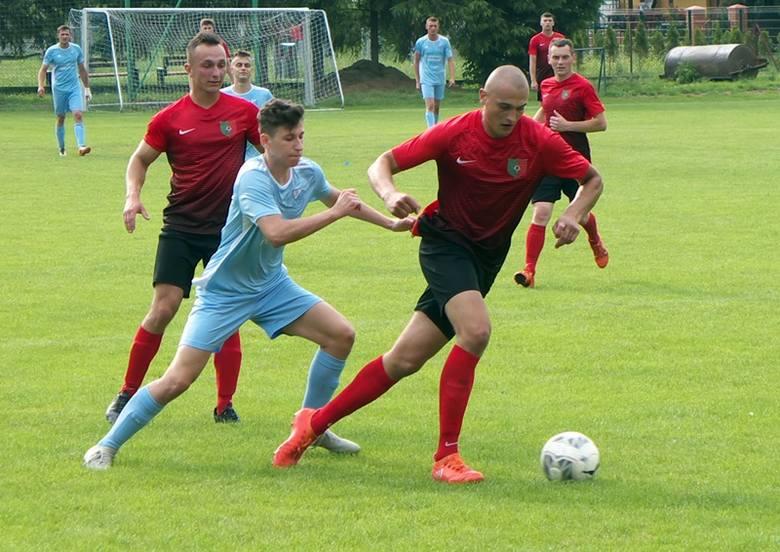 Sanoczanka (czerwone koszulki) pewnie ograła Błękitnych w Grzęsce, ale do awansu zabrakło jej jednego punktu
