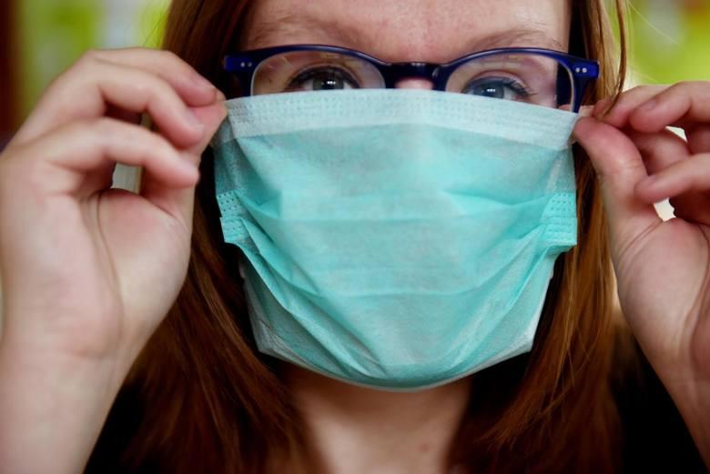 Wśród zakażonych w naszym województwie są m.in. lekarze o specjalizacji anestezjolog, kardiolog i neurolog. - Lekarze sa na pierwszej linii walki z koronawirusem