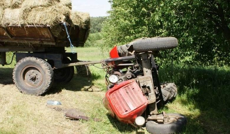 W czerwcu 2010 rolnik został przygnieciony przez traktor, który ciągnął przyczepę z sianem. Do wypadku doszło w miejscowości Zaborowo w gminie Stawiski.