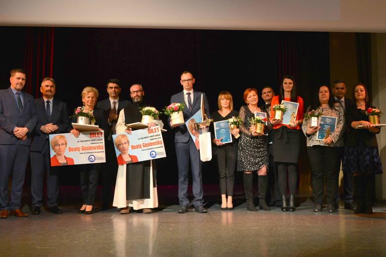 Na zdjęciu od lewej: Jarosław Karyś, Jacek Wołowiec, Lidia Jędrocha, Krzysztof Łysak,  o. Jakub Zawadzki, Damian Niebudek, Alicja Putowska, Maryla Ciepluch,