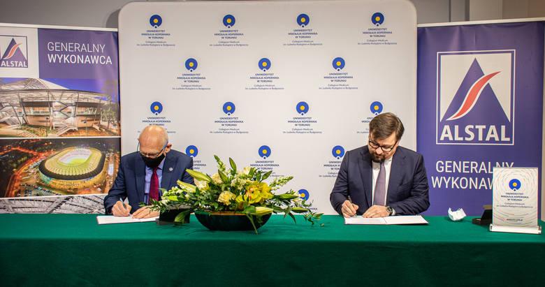 W czwartek, 15. kwietnia, dokument podpisali Jarosław Szczupak, Prezes Zarządu ALSTAL Grupa Budowlana iJego Magnificencja prof. dr hab. Andrzej Sokala,