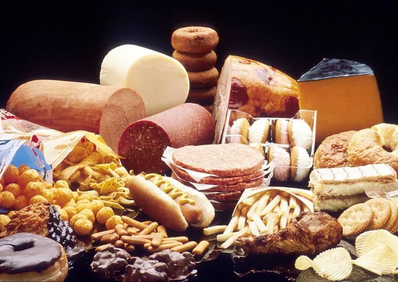 Według danych Głównego Urzędu Statystycznego ponad 1/3 spożywanych ilości cholesterolu pochodzi w dietach Polaków z produktów mięsnych, ok. 30 proc.