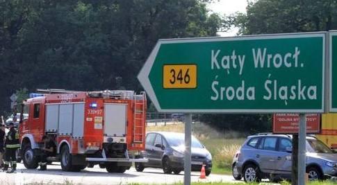 Nieprzejezdna droga pod Wrocławiem. Usuwają ciężarówkę po wypadku