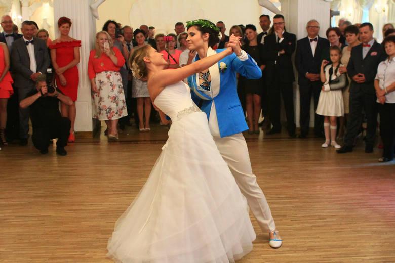 Wspierane przez bliskich Dominika i Julia wzięły ślub w Polsce