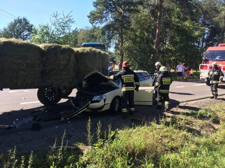 Śmiertelny wypadek w Wachu. Zderzenie ciągnika i volkswagena [ZDJĘCIA]