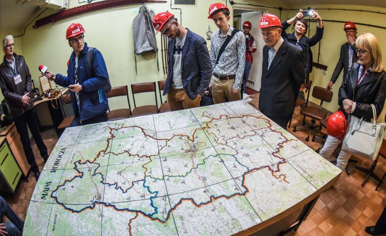 Schron w Tryszczynie zbudowano z myślą o sztabie kryzysowym wojewody, który miał tu obradować w razie wojny czy klęski żywiołowej. Teraz funkcjonuje tutaj Muzeum Ściśle Tajne.