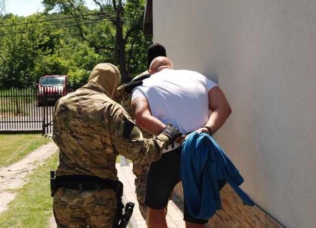 67b0583963c0f W dniach od 22 do 27 czerwca w Krakowie funkcjonariusze Śląskiego Oddziału  Straży Granicznej dokonali zatrzymania dziesięciu członków zorganizowanej  grupy ...