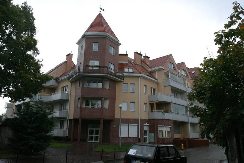 Wybuch gazu w wieżowcu w Gdańsku. Do wybuchu doszło 17.04.1995 r. Na miejscu tragedii powstał nowy budynek