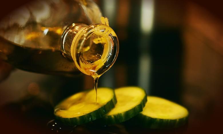 Olej tłoczony na zimno z nasion konopi jest tak bogaty w kwas alfa-linolenowy z grupy omega-3, że można zażywać go jak suplement diety – całodzienną