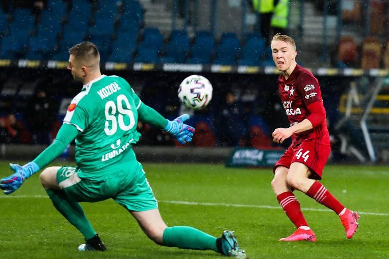 PKO Ekstraklasa. Przepis o młodzieżowcu daje klubom możliwość skorzystania z zawodnika w wieku 22 lata i młodszego. Często w niektórych drużynach prym