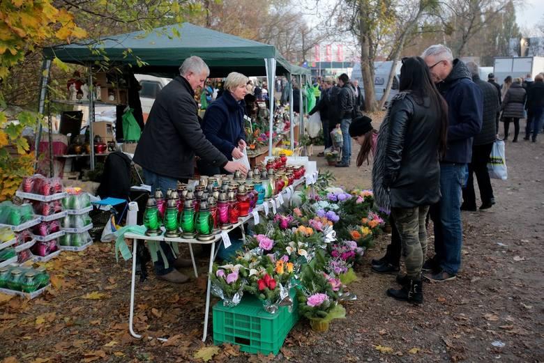 Wszystkich Świętych. Szczecinianie odwiedzili groby bliskich
