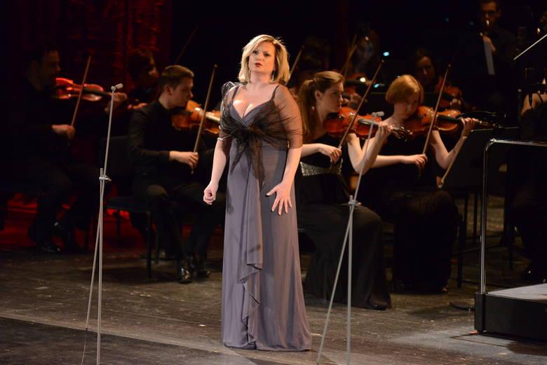 Eliza Kruszczyńska i SoSimple Symphony Orchestra.