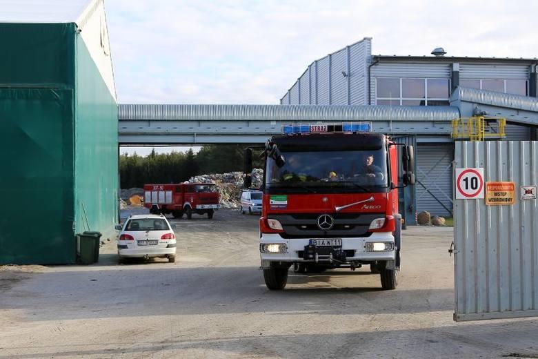 Znowu palą się odpady na wysypisku śmieci w Studziankach (gmina Wasilków). Strażacy informację o pożarze otrzymali po godzinie 4 nad ranem.