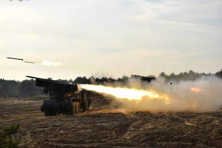 Na poligonie pod Toruniem trwają ćwiczenia artyleryjskie. W ostatnich dniach (21-22 listopada) dowódca 23 pułku artylerii z Bolesławca przeprowadził