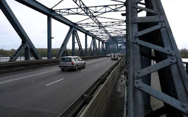 Drogowcy jeszcze nie zaczęli remontu alei Jana Pawła II, a już trzeba się przygotować na remont mostu. Jeśli nic nie przeszkodzi, na wyremontowany most