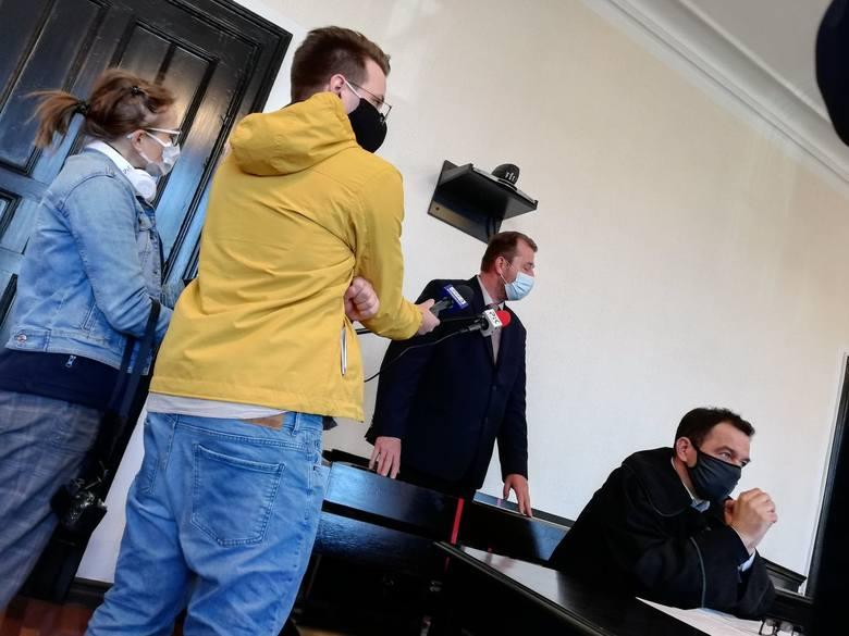 W tej sprawie zapadło już jego orzeczenie. Na początku września 2020 roku Sąd Rejonowy w Bydgoszczy uznał radnego winnego popełnienia wykroczenia i ukarał