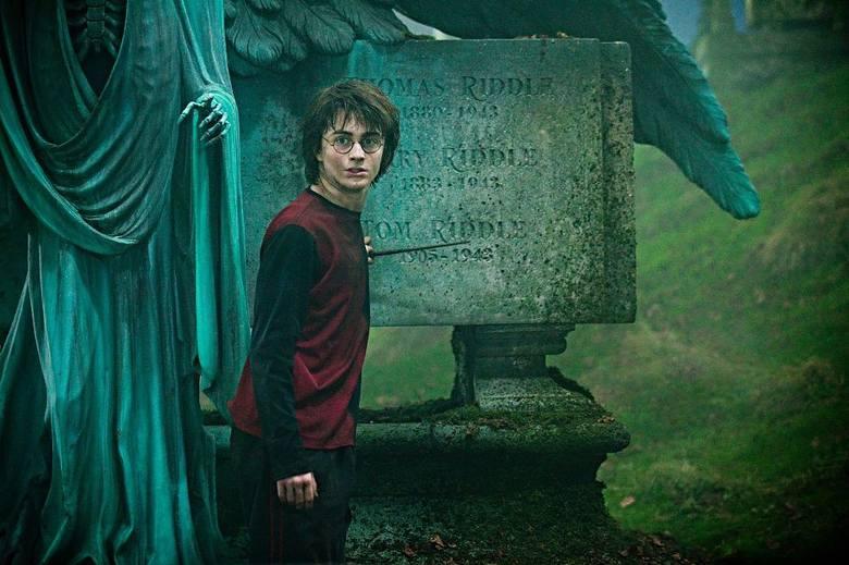 """""""Harry Potter i Czara Ognia""""14-letni Harry rozpoczyna czwarty rok nauki w Szkole Magii i Czarodziejstwa. Wszystko wskazuje, że będzie"""