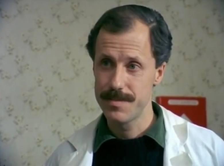 """Odcinek dwudziesty pierwszy """"Przerwany urlop"""" (ostatni odcinek serialu). Aleksander Machalica od roku 1989 jest aktorem Teatru Nowego w Poznaniu."""