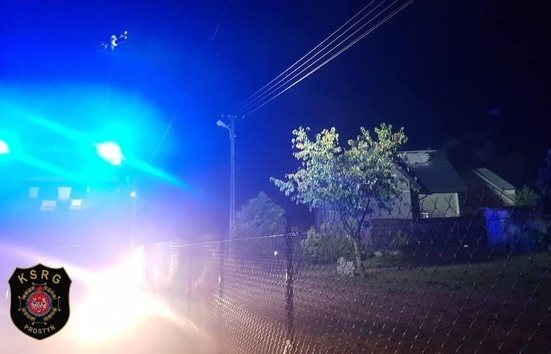 Kiełczew. Nocą strażacy z Ostrowi i z kilku OSP gasili pożar budynku mieszkalnego.
