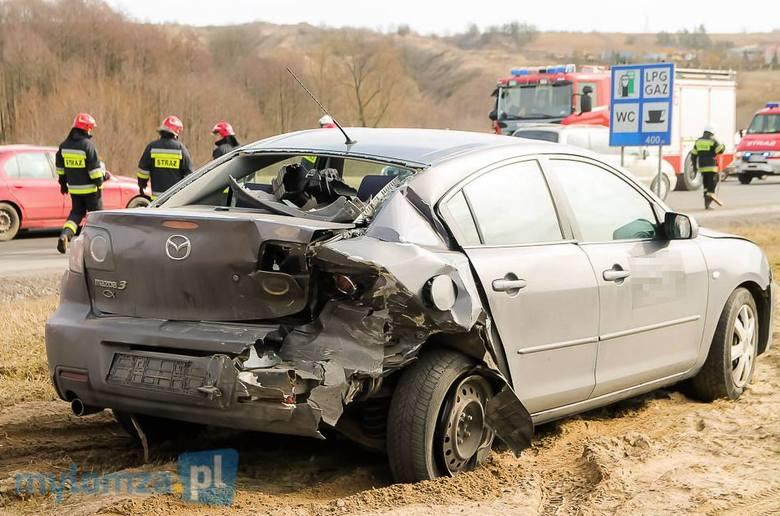 Do tego zdarzenia doszło we wtorek około godziny 13:30. Na DK 61 między miejscowościami Piątnica a Marionowo zderzyły się trzy samochody: dwie osobówki