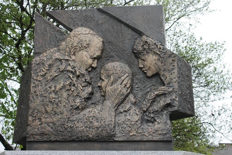 Pomnik Jana Pawła II w Oleśnie
