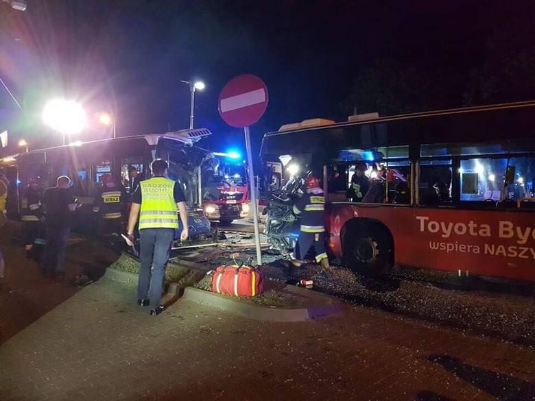 Wypadek z udziałem dwóch nocnych autobusów w Bydgoszczy! Są ranni