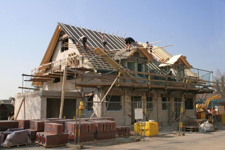 Od 19 września 2020 r. projekt budowlany zostaje rozdzielony na trzy części. Dwie z nich inwestor musi złożyć w urzędzie podczas uzyskiwania pozwolenia