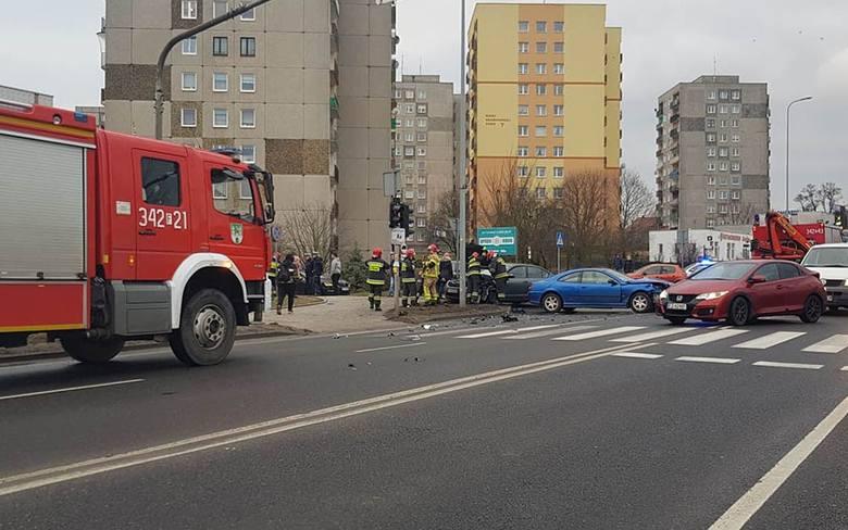 Około godz. 16.00 w czwartek, 14 lutego, ogromny korek zablokował wiadukt na ul. Sulechowskiej w Zielonej Górze. Na skrzyżowaniu z ul. Skłodowskiej doszło