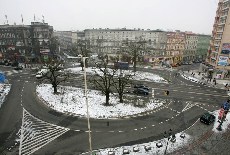 Budowa parkingu pod placem Zgody rozwiązałaby częściowo problem miejsc postojowych w centrum miasta.