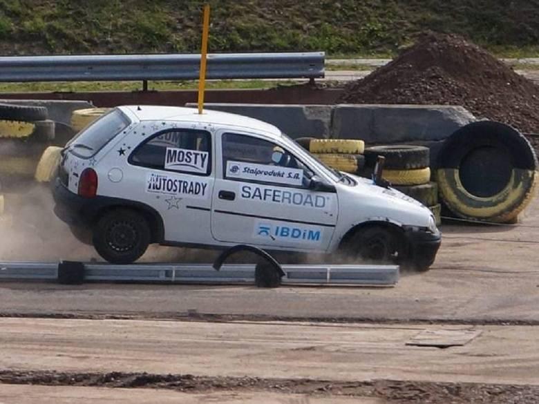 W Inowrocławiu testują drogowe barierki [zobacz wideo i zdjęcia]