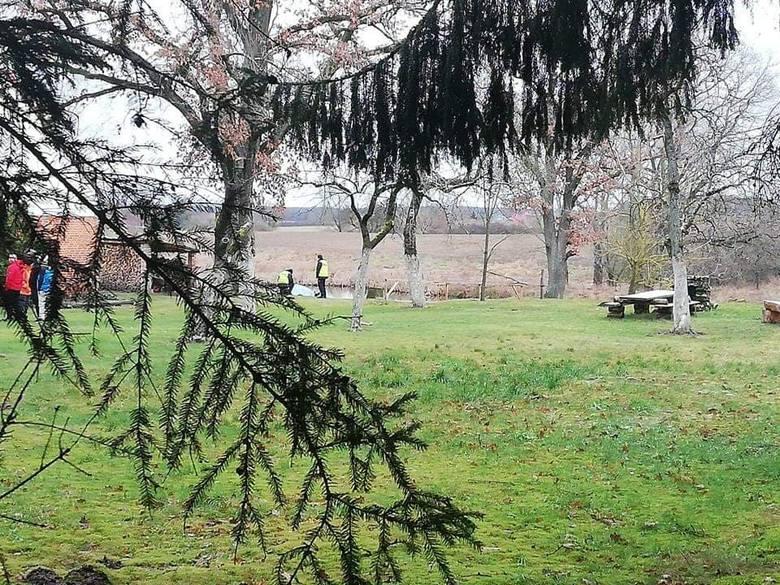 W sobotę około południa w miejscowości Stare Dębno (powiat białogardzki) ze stawku w pobliżu zabudowań wyłowiono ciało 70-letniego mężczyzny mieszkańca