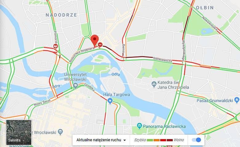 Paraliż komunikacyjny Wrocławia. Wypadki, awarie i opóźnienia w centrum miasta [ZDJĘCIA]