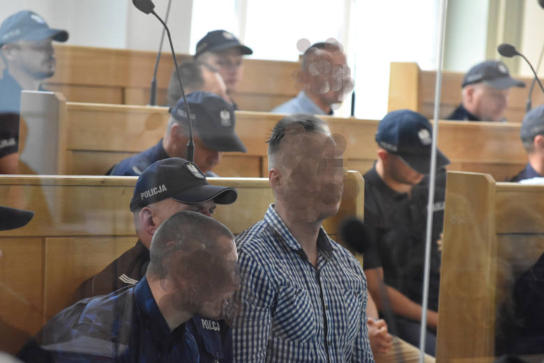 Proces 50 członków Psycho Fans Ruchu Chorzów rozpoczął się przed Sądem Okręgowym w Katowicach.