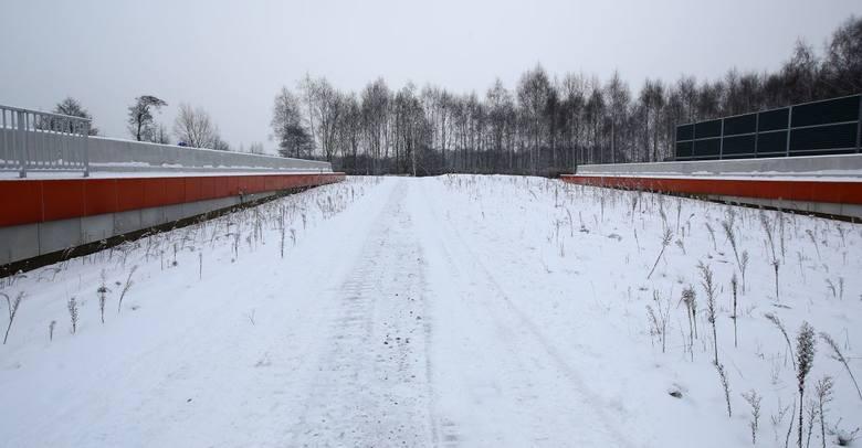 Nieczynnym na razie fragmentem Trasy Górna przy ul. Rzgowskiej  kierowcy dotrą do przedłużenia drogi.