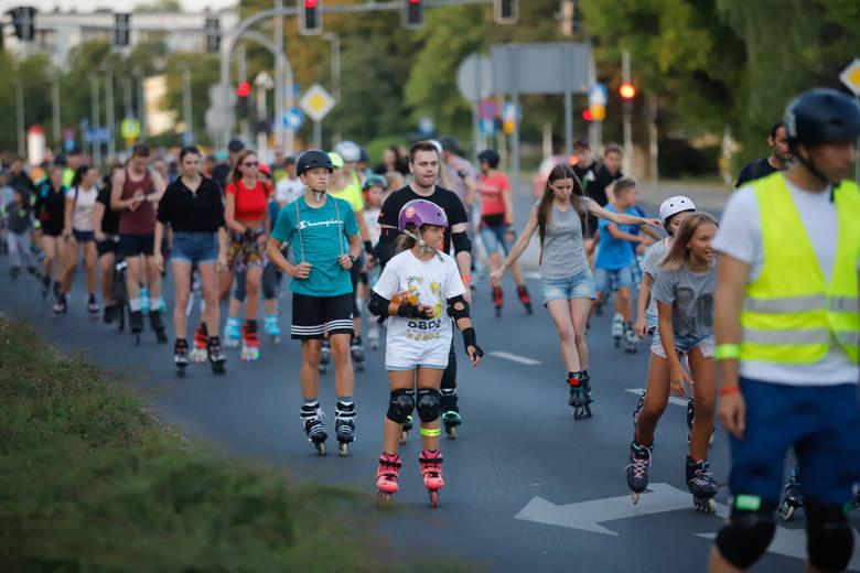 Wielki przejazd przez miasto zwieńczył rolkowe zawody dla amatorów Toruń Kocha ROLKI 2019. Uczestnicy wystartowali z Areny Toruń, przy Plazie zaplanowano