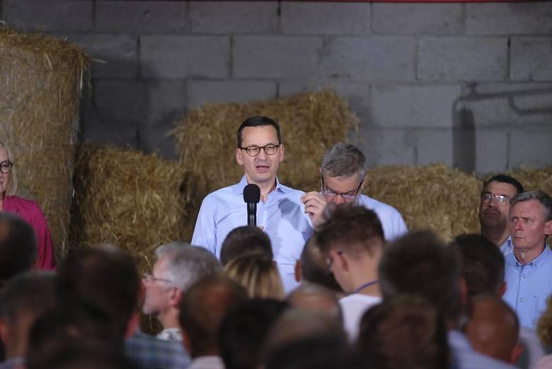 W głogowskiej stodole premier Mateusz Morawiecki obiecał pomoc rolnikom, zgodnie z szerokim planem