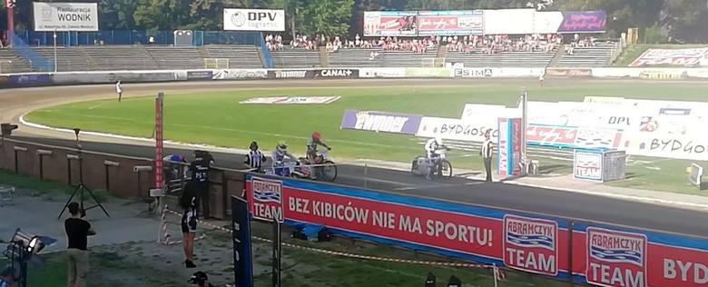 Zawodnicy na starcie do piątego wyścigu.