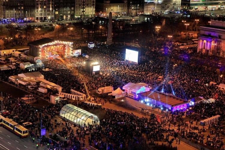 Finałowe koncerty w ramach WOŚP przyciągają tłumy.