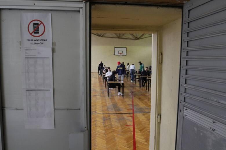 Egzamin zawodowy w sesji letniej 2021. Rozpoczęła się letnia sesja egzaminów zawodowych