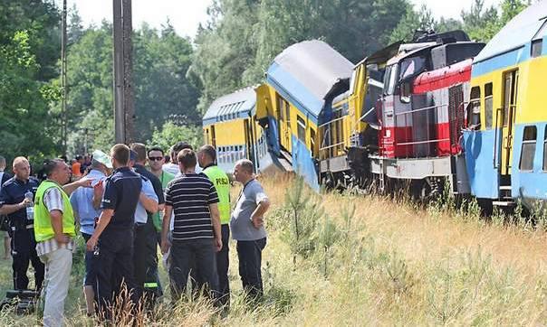Zderzenie pociągów koło Słupska: 25 osób rannych, 5 ciężko [wideo, zdjęcia]