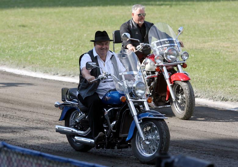 Witold Skrzydlewski dba także o oprawę każdego meczu ligi żużlowej w Łodzi. Przed każdym spotkaniem szerokiej publiczności prezentują się motocykliści.