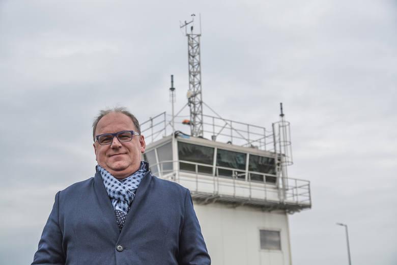 Piotr Kot, kontroler z 20-letnim doświadczeniem, szef całego Terenowego Zespołu Kontroli Lotniska Lublin