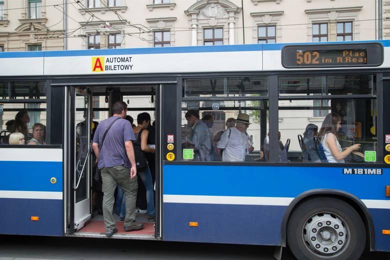 Miejsce 8 - autobusy numer 502. Wystawionych kar za jazdę bez biletu - 1049.