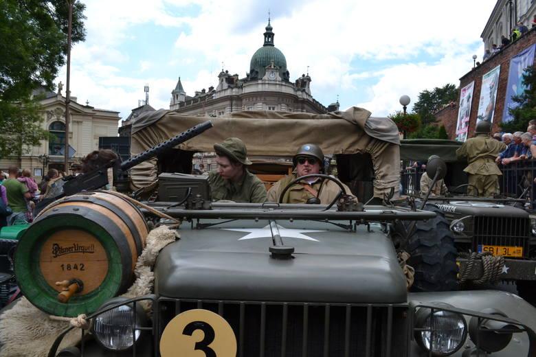 Prada pojazdów militarnych ulicami Bielska-Białej to jeden ze znaków rozpoznawczych Operacji Południe.