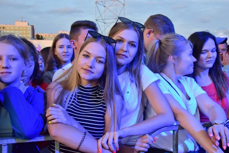 Także drugiego dnia byliśmy wśród tłumu mieszkańców, którzy bawili się na Disco pod Gwiazdami 2019. Znajdziecie siebie, lub swoich znajomych?Zobacz zdjęcia