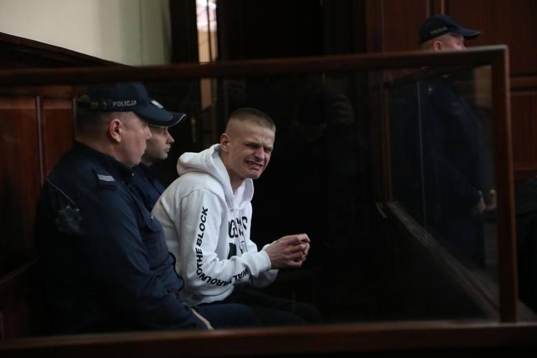 Tomasz Komenda w sądzie podczas ogłoszenia warunkowego zwolnienia z więzienia. Mężczyzna popłakał się, gdy usłyszał decyzję