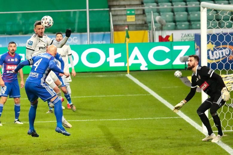 W jego kierunku Legia Warszawa oddała aż 26 strzałów. Tylko raz wyjął piłkę z siatki, ale w tej akcji nie miał wiele do powiedzenia. Świetnie wybronił