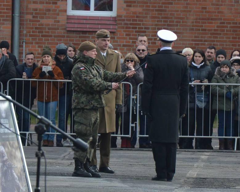 Blisko stu kolejnych ochotników złożyło w niedzielę (24 lutego) przysięgę i zasiliło szeregi 7 Pomorskiej Brygady Obrony Terytorialnej. Uroczystość odbyła