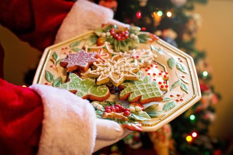 JADŁOSPISUstalenie menu to kolejna ważna rzecz przy planowaniu świąt. Jeśli szykujecie potrawy sami - pamiętajcie, by wyznaczyć na ich przygotowanie
