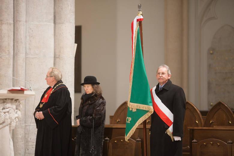 Sztandar Polskiego Cechu Psychotronicznego pojawił się w łódzkiej katedrze